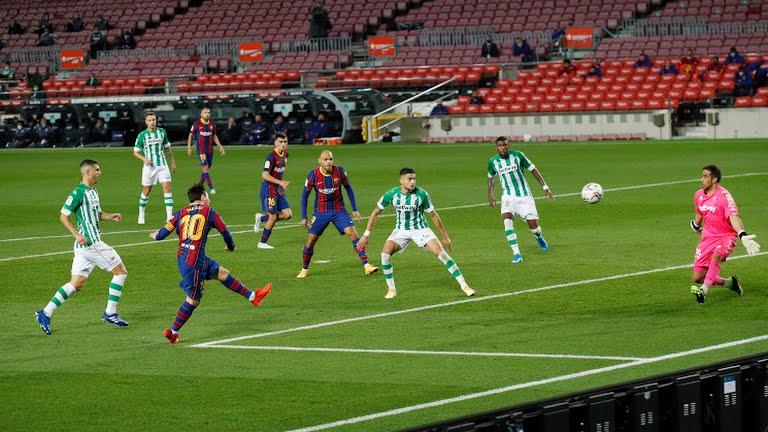 https: img.okezone.com content 2020 11 08 46 2305971 messi-dua-gol-barcelona-hancurkan-real-betis-di-camp-nou-Efu0WA1qtw.jpg