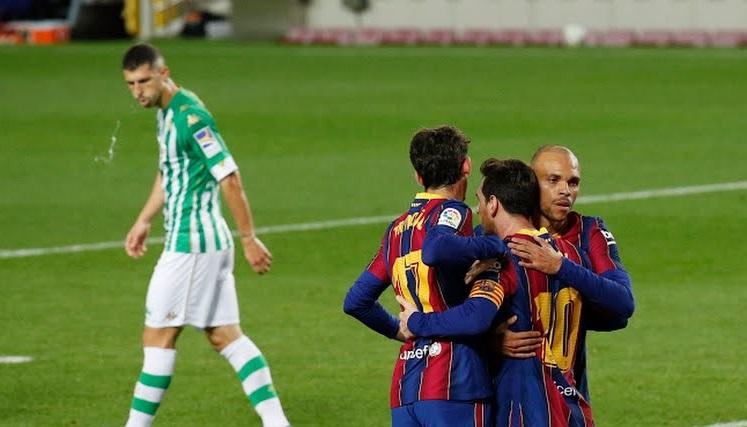 https: img.okezone.com content 2020 11 08 46 2306011 hasil-liga-spanyol-semalam-barcelona-dan-atletico-madrid-menang-besar-C1itpq5d6C.jpg