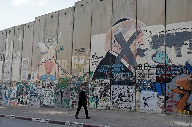 https: img.okezone.com content 2020 11 09 18 2306329 palestina-sambut-kekalahan-donald-trump-di-pilpres-as-6VMEPcnhaF.jpeg