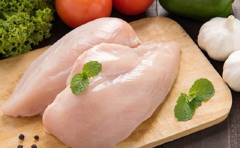 https: img.okezone.com content 2020 11 09 298 2306627 ayam-broiler-berpotensi-sebabkan-keracunan-makanan-mitos-atau-fakta-Un1evpreNZ.jpg