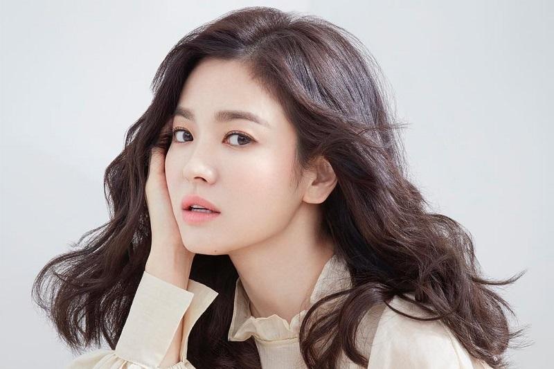 https: img.okezone.com content 2020 11 09 33 2306940 song-hye-kyo-pertimbangkan-bintangi-drama-now-we-are-breaking-up-jpj2QUTV3e.jpg