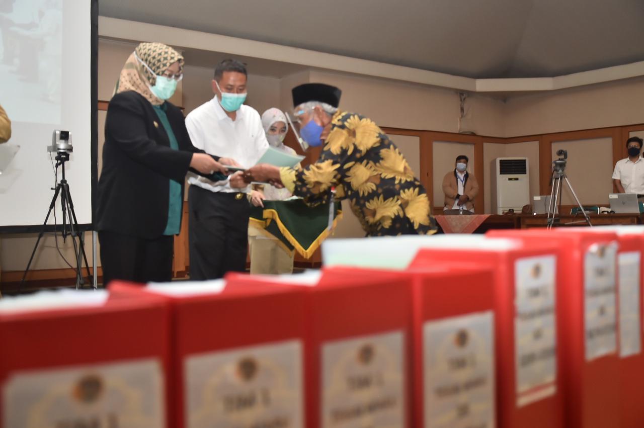 https: img.okezone.com content 2020 11 09 338 2306917 presiden-jokowi-bagikan-10-000-sertifikat-tanah-ke-warga-bogor-secara-virtual-6Vep4h1C9u.jpg
