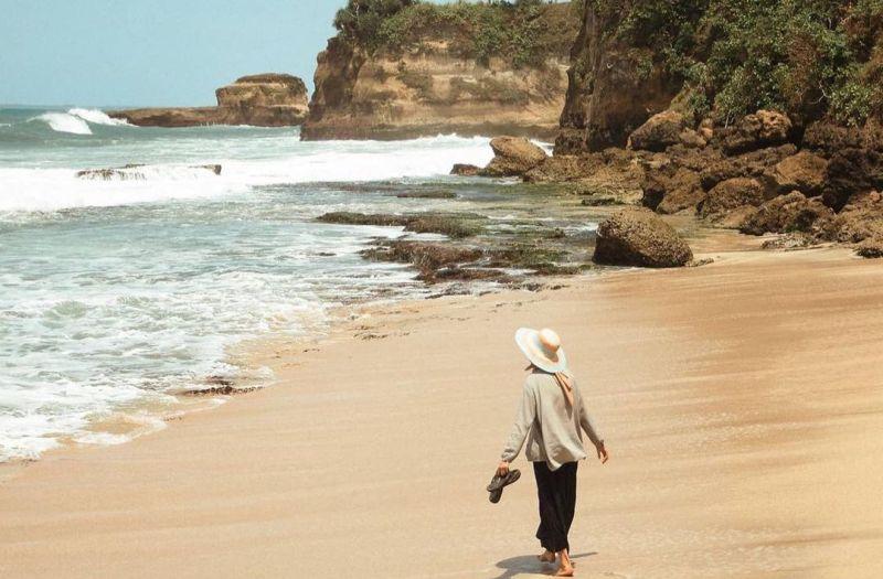 https: img.okezone.com content 2020 11 09 408 2306495 5-wisata-pantai-di-sukabumi-mana-favoritmu-Tm2zNfa3Lo.jpg