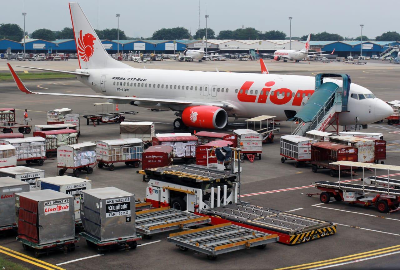 https: img.okezone.com content 2020 11 10 320 2307373 tol-bandara-macet-total-43-penerbangan-lion-air-terlambat-I4KbvKvlXP.jpg