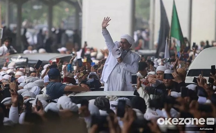https: img.okezone.com content 2020 11 10 337 2307154 habib-rizieq-tiba-najwa-shihab-bersiap-melepas-masa-lajang-qMz6hu5BVh.jpg