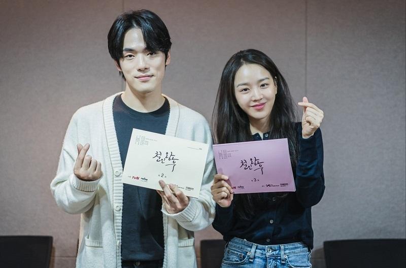 https: img.okezone.com content 2020 11 10 598 2307313 poster-unik-shin-hye-sun-dan-kim-jung-hyun-dalam-no-touch-princess-U1seLHpKo8.jpg