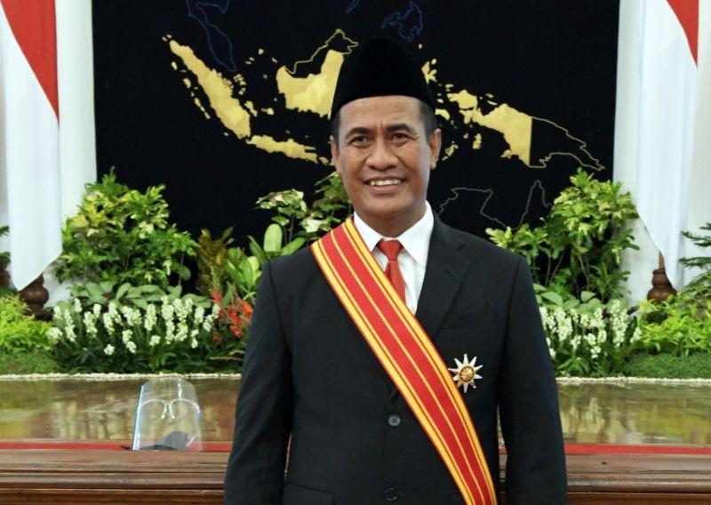 https: img.okezone.com content 2020 11 11 320 2307902 mantan-mentan-amran-penghargaan-ini-untuk-petani-indonesia-QuzLbnzbJn.jpg
