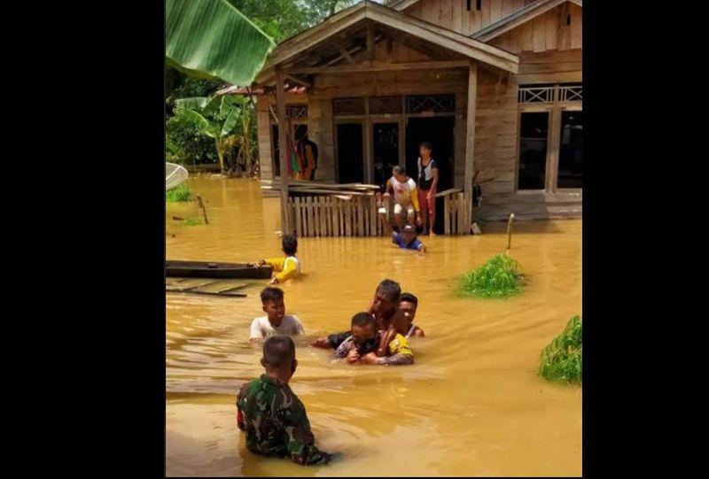 https: img.okezone.com content 2020 11 11 340 2308102 400-rumah-di-inhu-riau-terendam-banjir-OJW6R16wDe.jpg