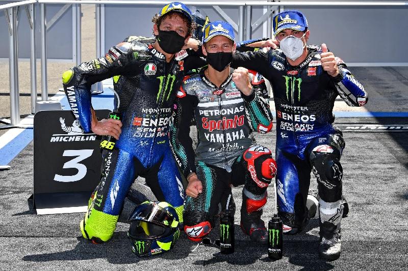 https: img.okezone.com content 2020 11 11 38 2307972 meski-sulit-yamaha-pantang-nyerah-dalam-perebutan-juara-motogp-2020-jd1DdY9UUS.jpg