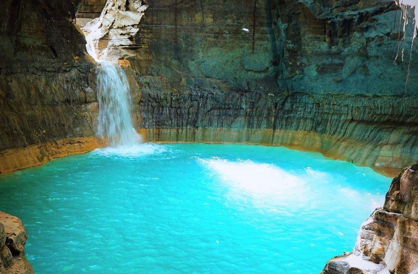 https: img.okezone.com content 2020 11 11 408 2307661 berpetualang-ke-air-terjun-tanggedu-sumba-airnya-cantik-berwarna-biru-tosca-nu7NpFTaHA.JPG