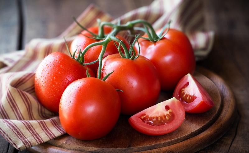 https: img.okezone.com content 2020 11 11 611 2307827 4-manfaat-tomat-untuk-menjaga-kecantikan-kulit-anda-dFxDKRXA0Z.jpg