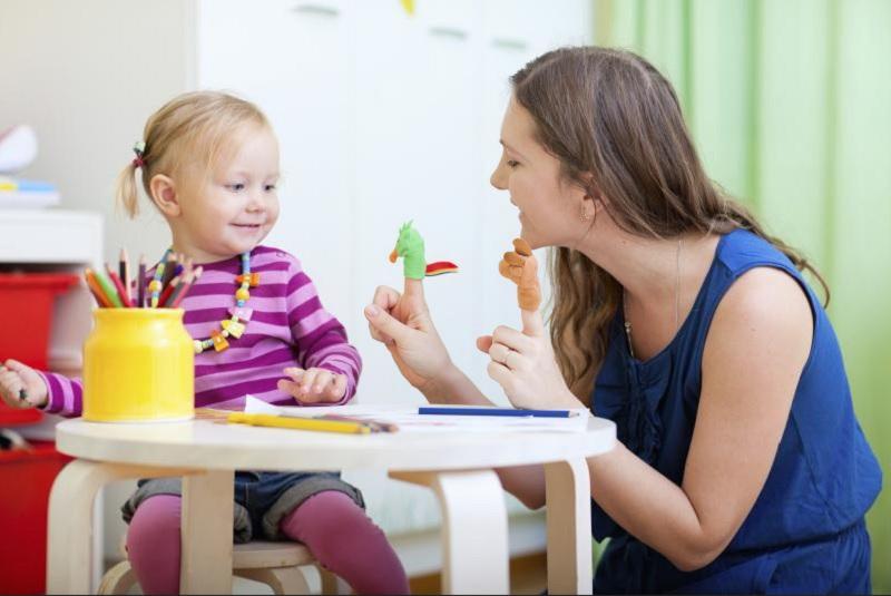 https: img.okezone.com content 2020 11 11 612 2308138 tips-cegah-anak-kecanduan-gadget-saat-bermain-di-rumah-xUloaCLPOH.jpg