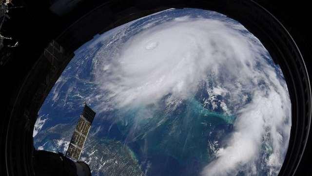 https: img.okezone.com content 2020 11 12 16 2308476 badai-di-samudera-atlantik-tahun-ini-pecahkan-rekor-terbanyak-jMmBcQvac0.jpg