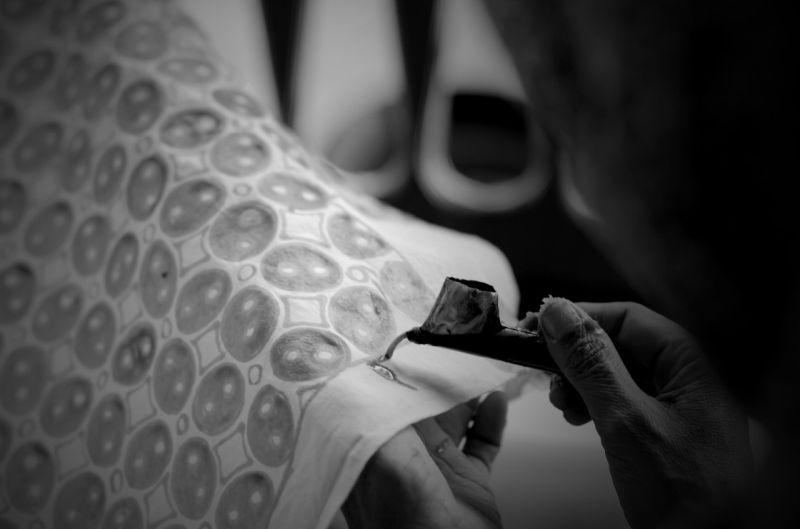 https: img.okezone.com content 2020 11 12 194 2308756 jalan-panjang-menjadikan-tekstil-lokal-indonesia-diterima-di-dunia-HwokWiBJOl.jpg