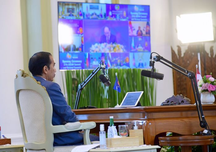 https: img.okezone.com content 2020 11 12 337 2308356 presiden-jokowi-hadiri-ktt-ke-37-asean-secara-virtual-5nJHkl4vA6.jpg