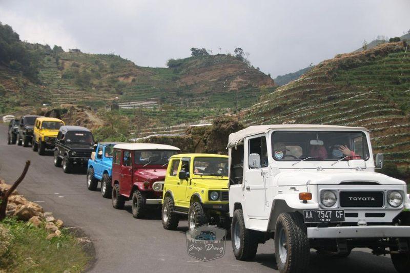 https: img.okezone.com content 2020 11 12 406 2308452 lagi-bete-banget-yuk-pacu-adrenalin-naik-jeep-di-dataran-tinggi-dieng-vAOJGfgb1X.jpg