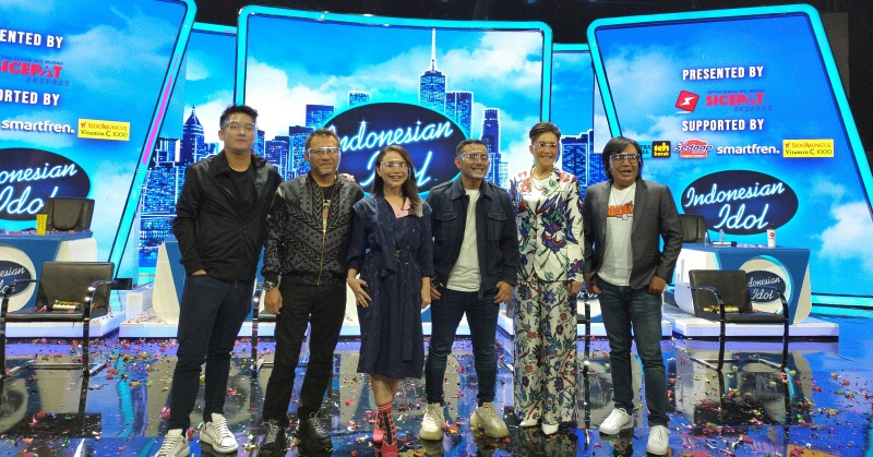 https: img.okezone.com content 2020 11 12 598 2308651 bukan-daniel-mananta-ini-alasan-boy-william-jadi-host-di-indonesian-idol-special-season-9uy5FoJrwf.jpg