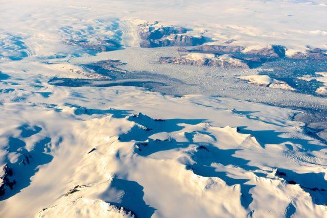 https: img.okezone.com content 2020 11 13 16 2308917 ilmuwan-temukan-danau-kuno-terkubur-es-setebal-1-mil-di-greenland-UY6oXAuiF5.jpg
