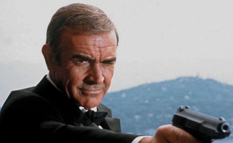 https: img.okezone.com content 2020 11 13 206 2309121 pistol-pertama-james-bond-dilelang-untuk-umum-MPebOopgKl.jpg