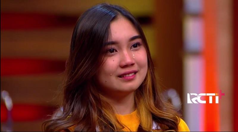https: img.okezone.com content 2020 11 13 298 2308968 drama-air-mata-yuri-kubur-mimpi-jadi-the-next-masterchef-indonesia-XuNHVbIWP4.jpg