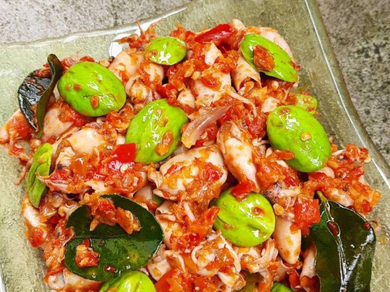 https: img.okezone.com content 2020 11 13 298 2309240 resep-cumi-pete-balado-menu-makan-siang-spesial-di-akhir-pekan-t9d04Rd4JS.JPG