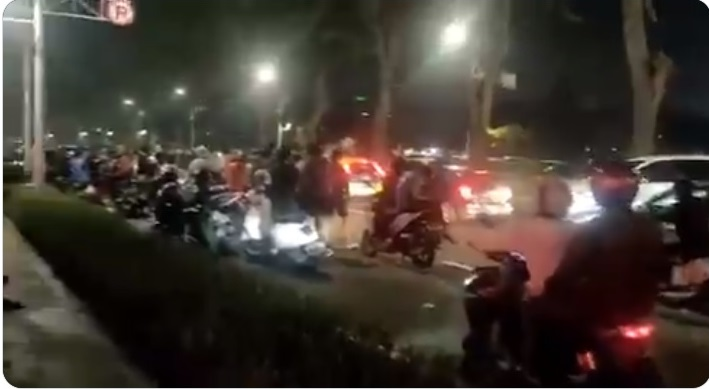 https: img.okezone.com content 2020 11 13 338 2309112 aksi-balap-liar-mobil-di-senayan-polisi-gencarkan-patroli-YhkWBRIUFL.jpg