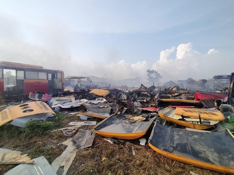 https: img.okezone.com content 2020 11 13 338 2309150 kebakaran-bangkai-bus-transjakarta-di-bogor-padam-FvRu0zvPc5.jpg