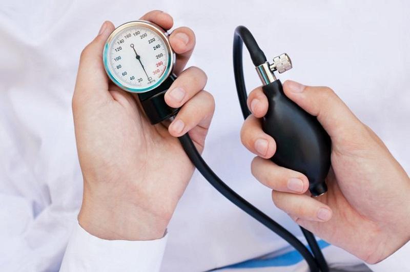 https: img.okezone.com content 2020 11 13 481 2308916 5-makanan-yang-baik-untuk-penderita-hipertensi-yMAKg7NLzE.jpg