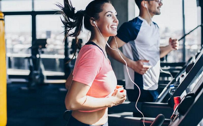 https: img.okezone.com content 2020 11 13 481 2308990 4-manfaat-berolahraga-dengan-pakaian-olahraga-apa-saja-YVjnMPDX3F.jpg