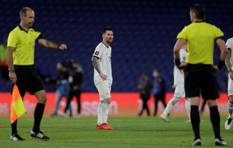 https: img.okezone.com content 2020 11 13 51 2308933 scaloni-ikut-kesal-gol-lionel-messi-di-laga-argentina-vs-paraguay-dianulir-S9JuuhDL6d.jpg