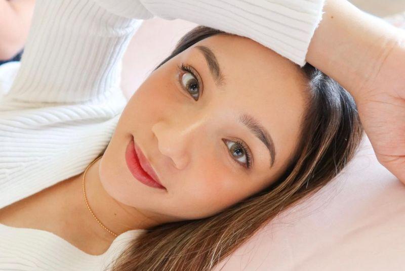 https: img.okezone.com content 2020 11 13 611 2309192 sederet-manfaat-soothing-gel-skincare-yang-lagi-digemari-di-korea-qonAgIWWZA.jpg