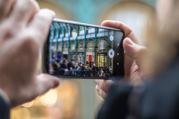 https: img.okezone.com content 2020 11 14 16 2309410 cara-setting-aplikasi-foto-di-smartphone-untuk-hasilkan-efek-bokeh-SoSfXWp0gA.jpg