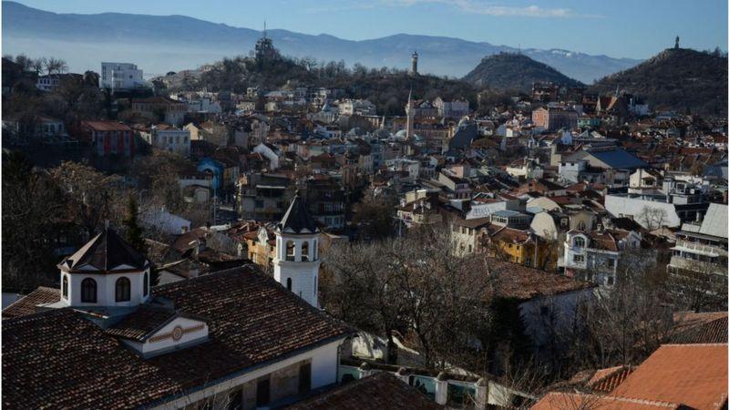 https: img.okezone.com content 2020 11 14 18 2309425 warga-di-kota-ini-punya-kebanggaan-dengan-budaya-rebahan-tDCURKfHIO.jpg