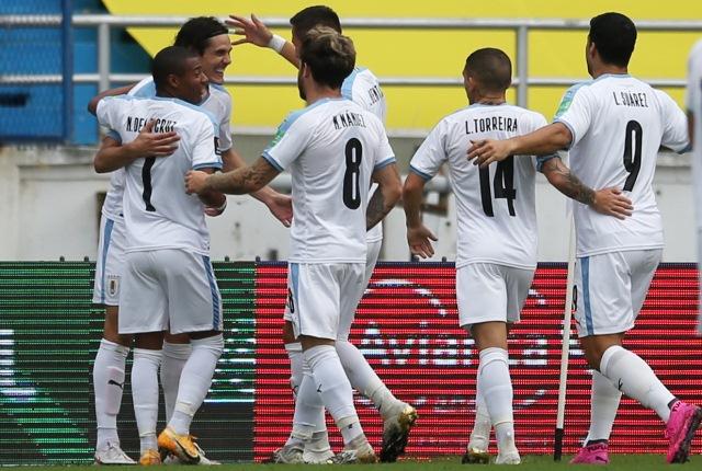 https: img.okezone.com content 2020 11 14 51 2309388 uruguay-hajar-kolombia-tiga-gol-tanpa-balas-qZ1iMucUdO.jpg
