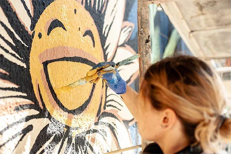 https: img.okezone.com content 2020 11 14 612 2309684 keren-mural-ini-mampu-atasi-polusi-kota-QrWG42WaTs.jpg