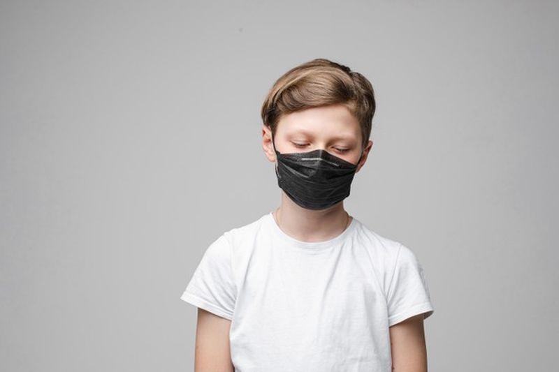 https: img.okezone.com content 2020 11 14 620 2309579 92-orangtua-alami-low-income-selama-pandemi-anak-terancam-putus-sekolah-jHsy5d5PXL.jpg