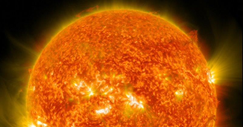 https: img.okezone.com content 2020 11 15 16 2309905 berjarak-93-juta-mil-dari-bumi-berapa-suhu-inti-matahari-iAeL9AH8f8.jpg