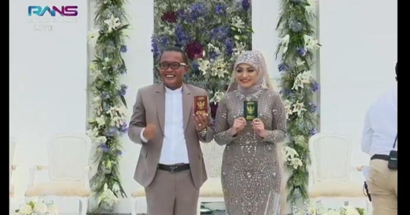 https: img.okezone.com content 2020 11 15 33 2309973 sah-sule-dan-nathalie-holscher-resmi-menjadi-suami-istri-WU95O8mEOz.jpg