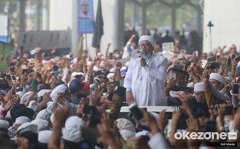 https: img.okezone.com content 2020 11 15 337 2309890 habib-rizieq-jadi-fenomena-baru-gerakan-politik-indonesia-sGTFGrOWzj.jpg
