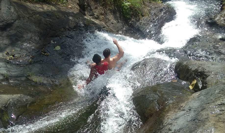 https: img.okezone.com content 2020 11 15 408 2309763 serunya-pacu-adrenalin-dengan-meluncur-di-water-slide-lemukih-8BOv0Dgmsh.JPG
