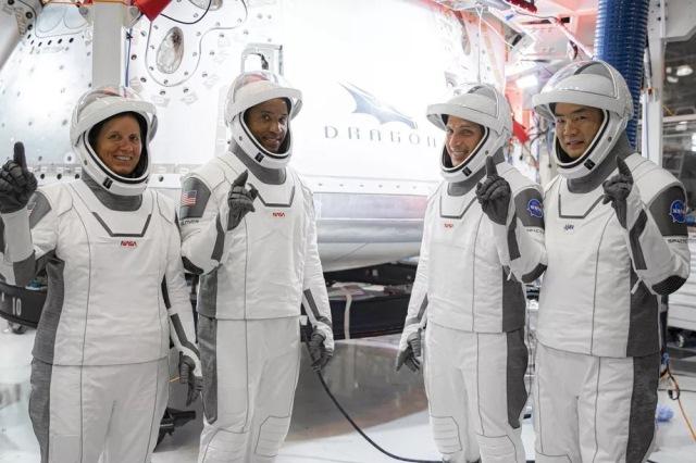 https: img.okezone.com content 2020 11 16 16 2310298 5-fakta-di-balik-peluncuran-crew-1-masalah-mesin-hingga-misi-sains-O1IPyfTrR6.jpg