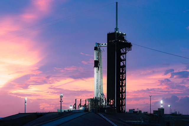 https: img.okezone.com content 2020 11 16 16 2310362 ini-sejarah-baru-yang-tercipta-dari-peluncuran-roket-crew-1-ke-iss-GMEKVviwuc.jpg