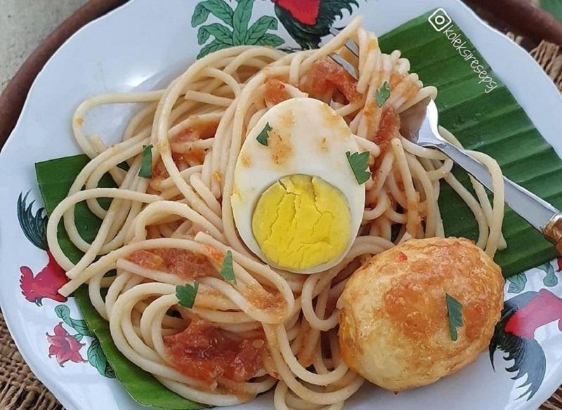 https: img.okezone.com content 2020 11 16 298 2310256 yuk-buat-spaghetti-habang-ala-rumahan-ini-cara-bikinnya-h0utMhw0hu.jpg