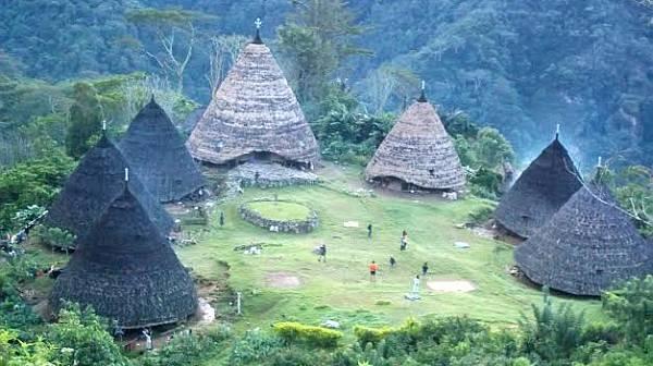 https: img.okezone.com content 2020 11 16 408 2310278 deretan-desa-adat-di-indonesia-yang-jadi-destinasi-wisata-unik-Ii43i4ehzY.jpg