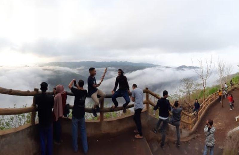 https: img.okezone.com content 2020 11 16 408 2310547 5-bukit-keren-di-yogyakarta-yang-jadi-destinasi-wisata-alam-kekinian-ini-daftarnya-5nVNSvRAe8.jpg