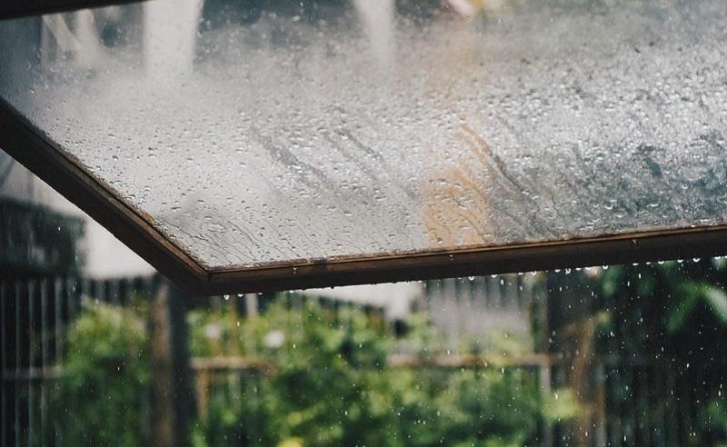 https: img.okezone.com content 2020 11 16 481 2310231 6-cara-menjaga-kesehatan-tubuh-saat-musim-hujan-m2gSF80WsF.jpg