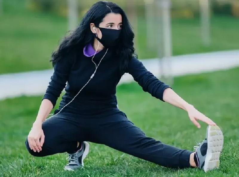 https: img.okezone.com content 2020 11 16 481 2310564 olahraga-pakai-masker-5-hal-ini-harus-anda-perhatikan-0hQTcBlkFo.jpg