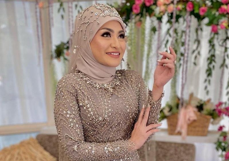 https: img.okezone.com content 2020 11 16 611 2310253 aura-cantik-nathalie-holscher-dengan-makeup-flawless-di-hari-pernikahan-QlHp17AMEV.jpg