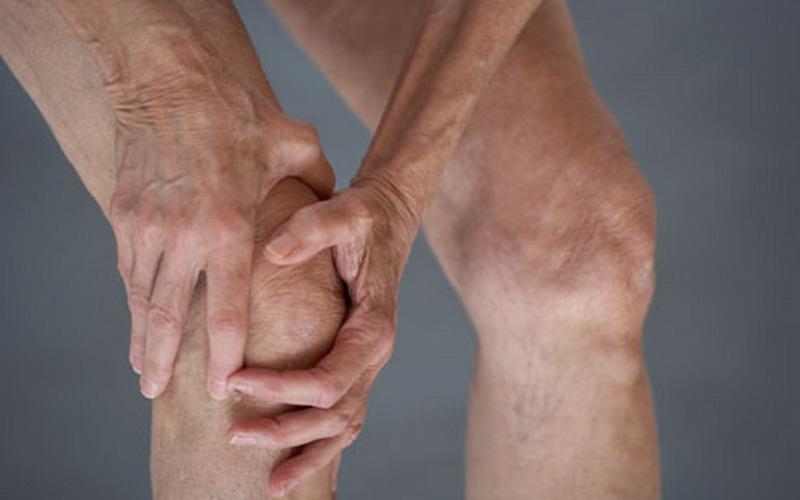 https: img.okezone.com content 2020 11 16 620 2310402 kenali-pertolongan-pertama-mengatasi-osteoporosis-dan-osteoarthritis-ly0Jg9tBHO.jpg