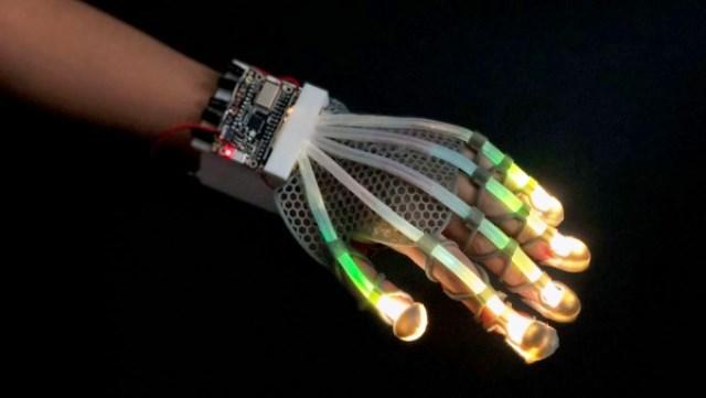 https: img.okezone.com content 2020 11 17 16 2311099 peneliti-buat-robot-tangan-biomedis-untuk-ukur-rangsangan-pasien-U9FTfrsWFG.jpg